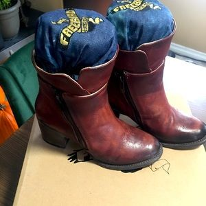 Freebird by Steve Madden Clip boots size 7